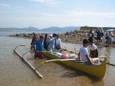 20131230_Philippines_Visiting-Diingin-Village-08_w400