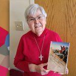 미국, 샤든, 레지나 알폰소 수녀의 새 교재로 교사들 보조